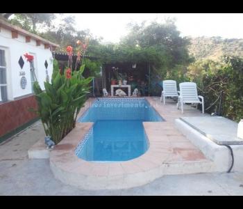 Villa con gran parcela en Coín