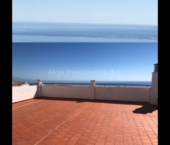 Apartamento con 4 dormitorios, gran terraza y vistas panorámicas al mar